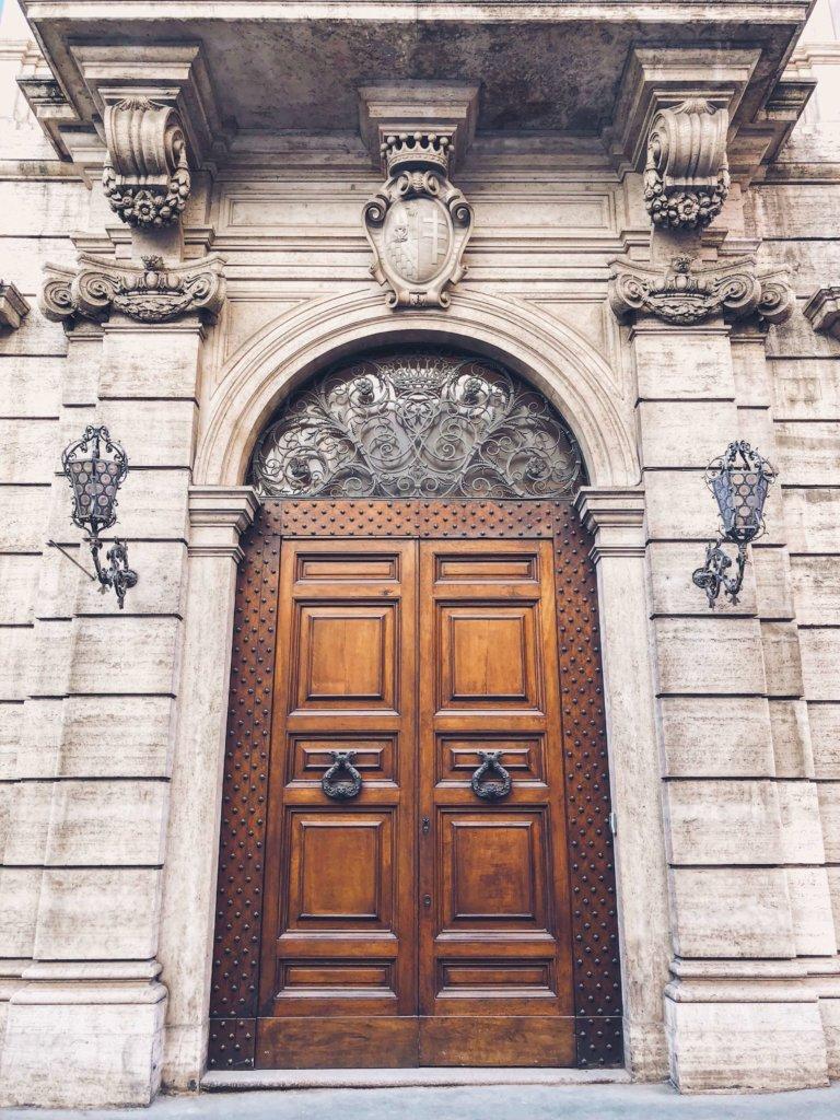 старинные двери Рима: 15 фото с адресами