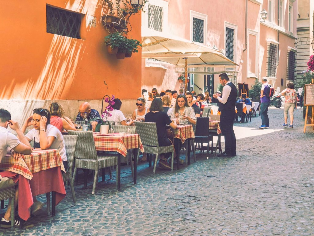 Где поесть в Риме? Где вкусно поесть в центре Рима? Традиции итальянского питания. Как питаются итальянцы. Вкусные рестораны в Риме.
