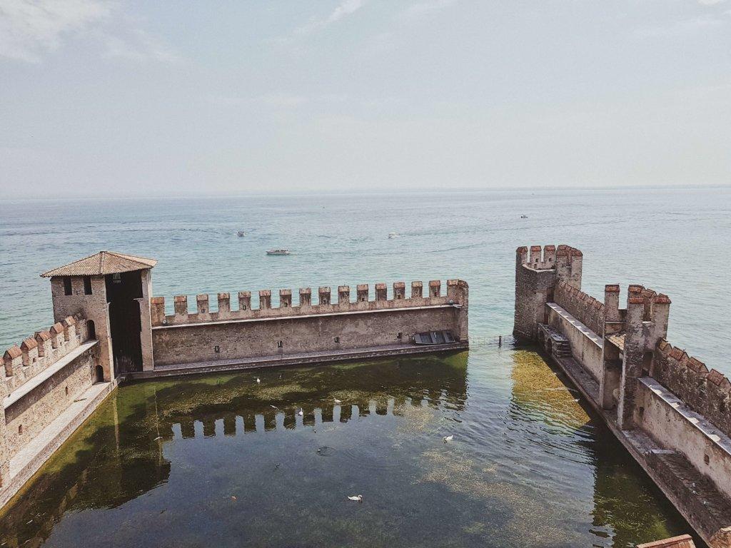 Сирмионе озеро Гарда Замок Скалигеров