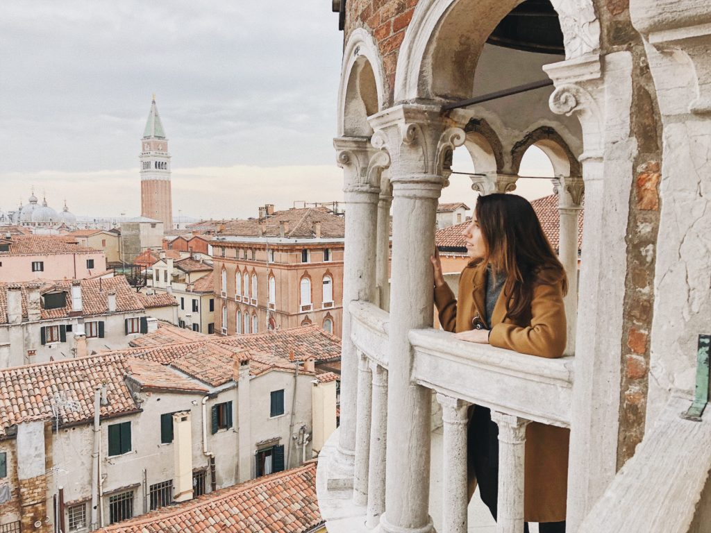 Смотровые площадки Венеции. Смотровая площадка на крыше торгового центра в Венеции. Лестница со смотровой площадкой в Венеции. Остров Сан-Джорджо Маджоре.