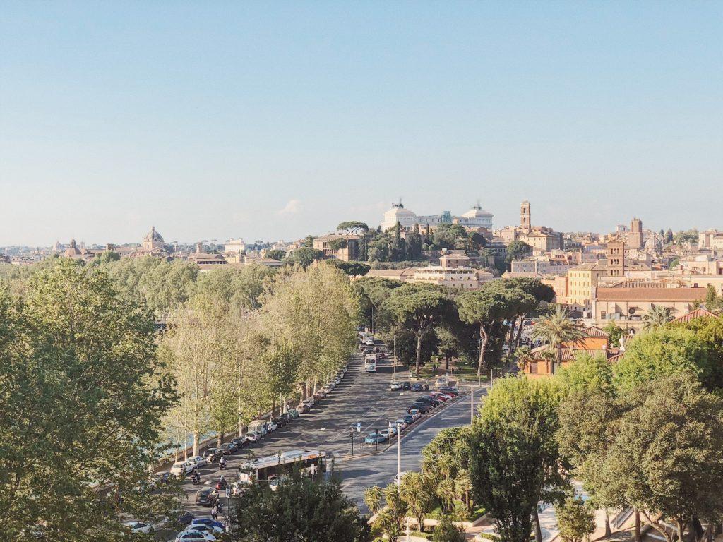 Апельсиновый сад в Риме вид