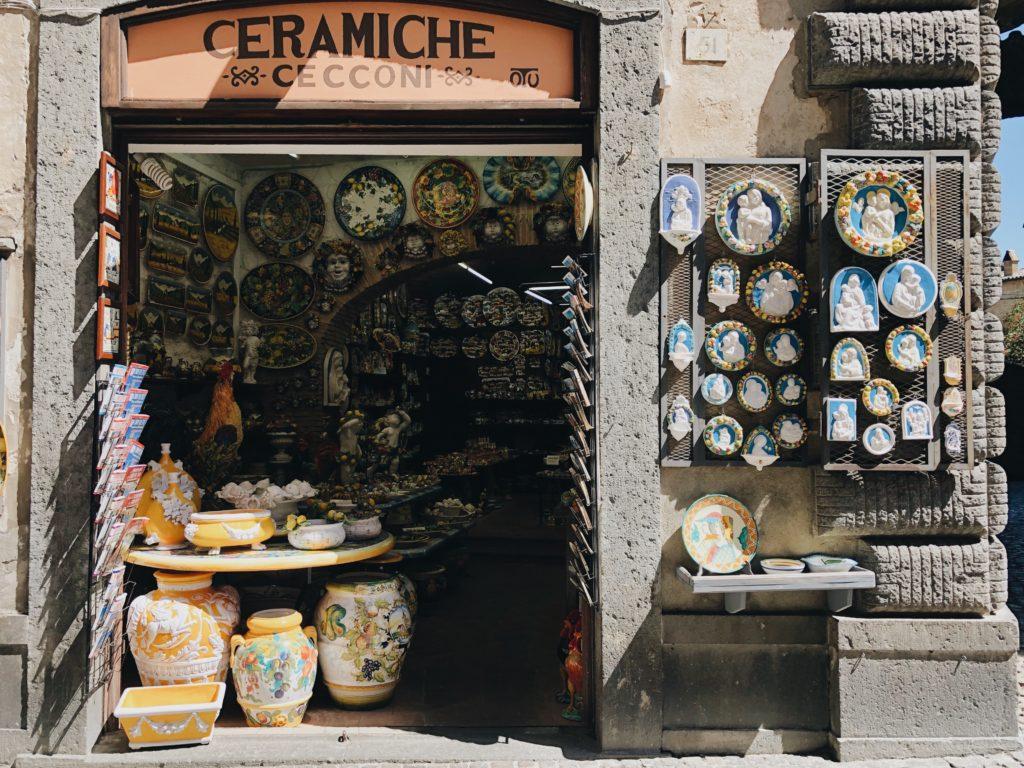 итальянская лавка с керамикой