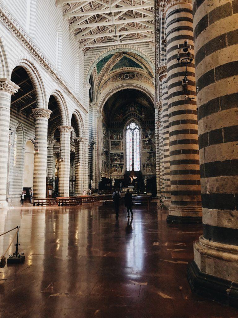 Кафедральный собор Орвието внутри