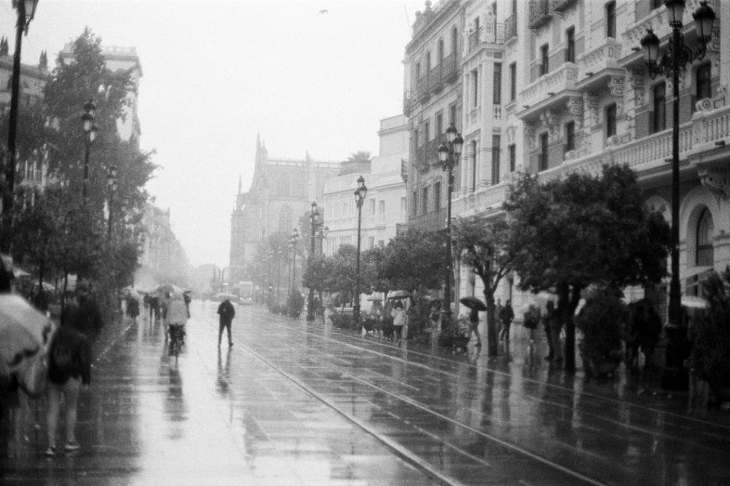 черно-белые пленочные фото Севильи