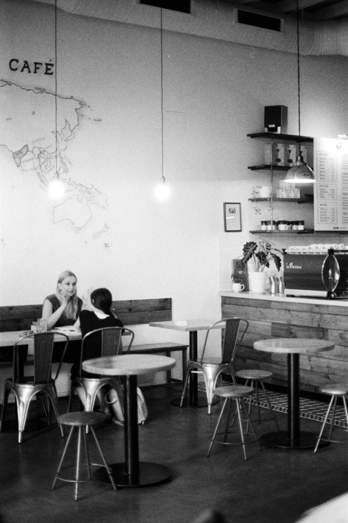 интерьер кофейни фото чб