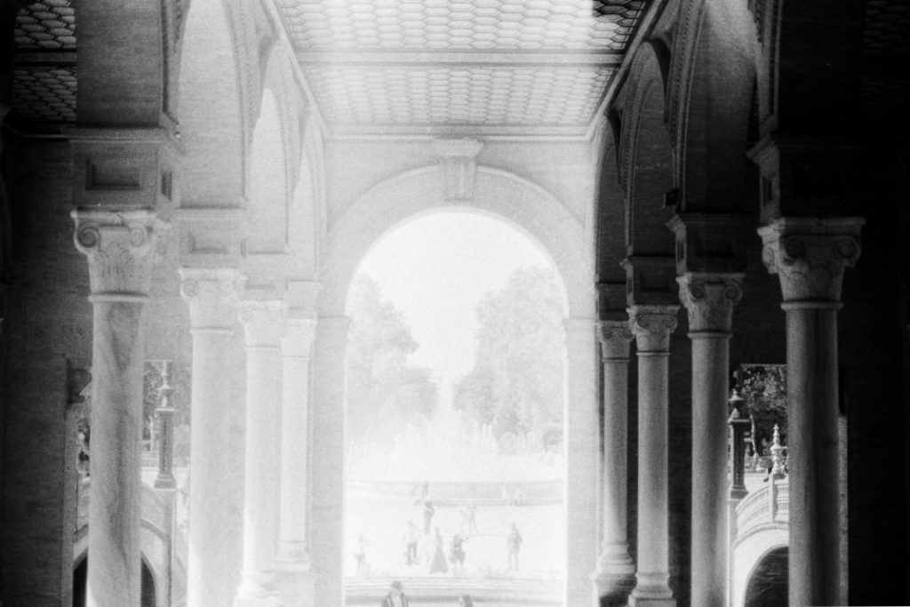 площадь Испании в Севилье фото чб