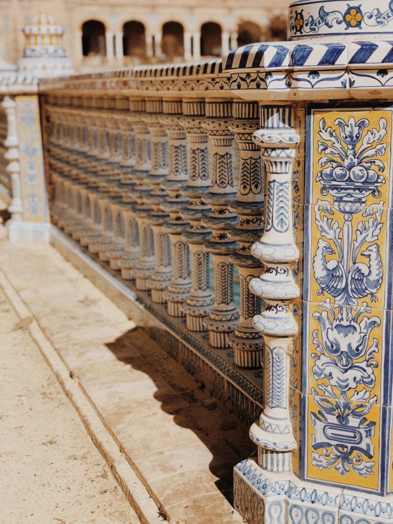 Площадь Испании Севилья фото. Испанская керамика