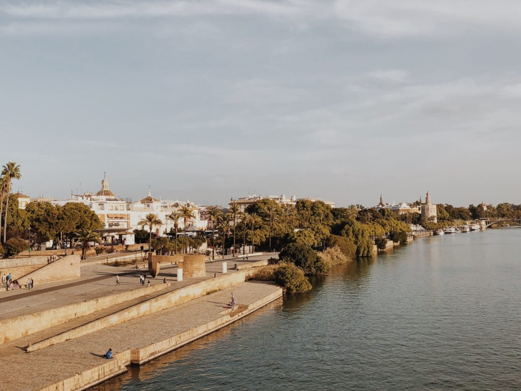 река в Севилье фото