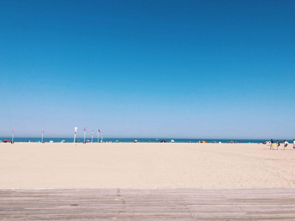 пляж Довиля летом фото