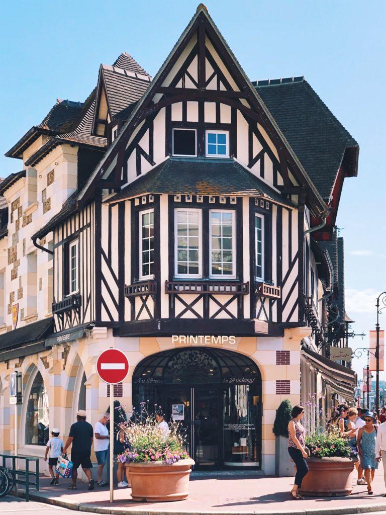 фахверковый домик во Франции