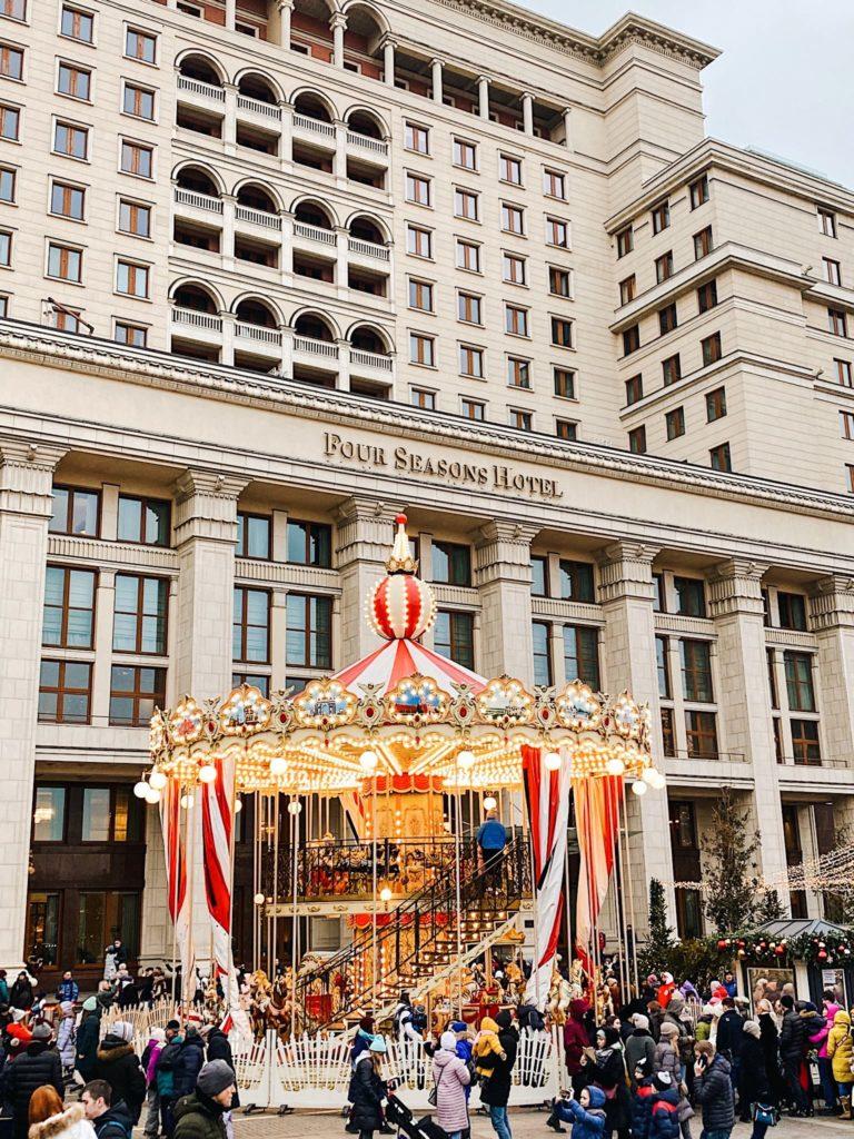 Новогодняя ярмарка на Манежной площади Москва