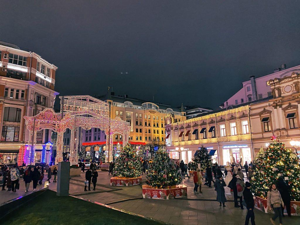 Площадь перед ЦУМ в Москве новогодняя ярмарка