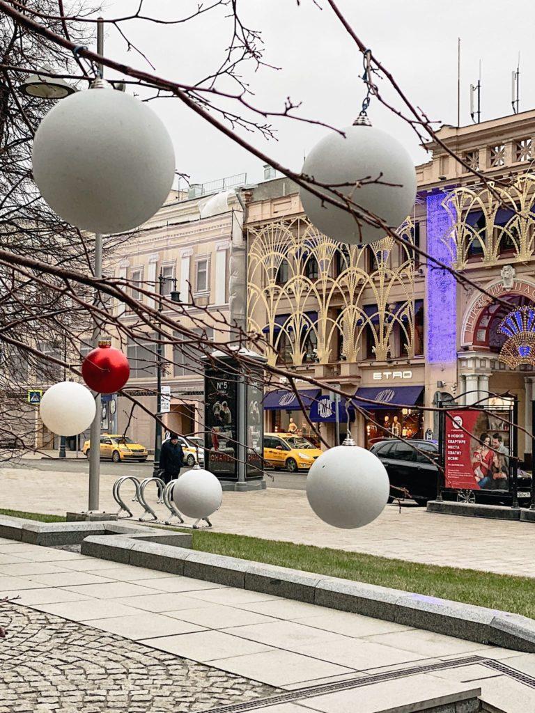 бутик Chanel в Москве новогодняя витрина