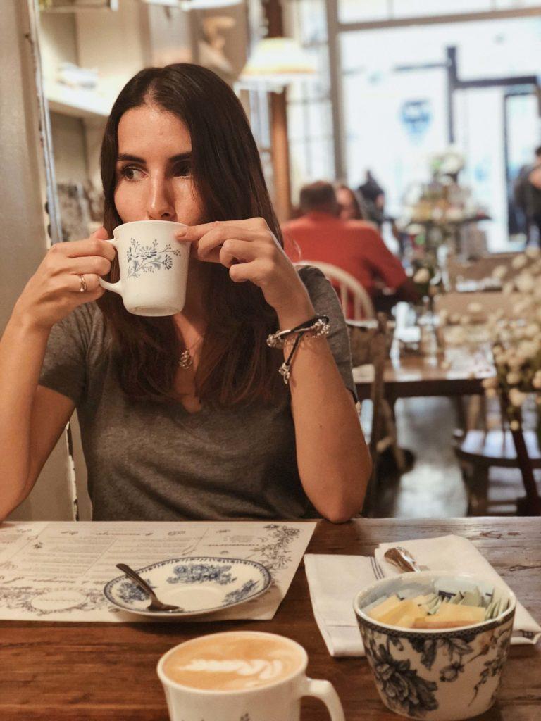 Завтрак в Нью-Йорке. Где позавтракать в Нью-Йорке? Лучшие кафе Нью-Йорка. Где вкусно поесть в Нью-Йорке? Где поесть в Нью-Йорке недорого?