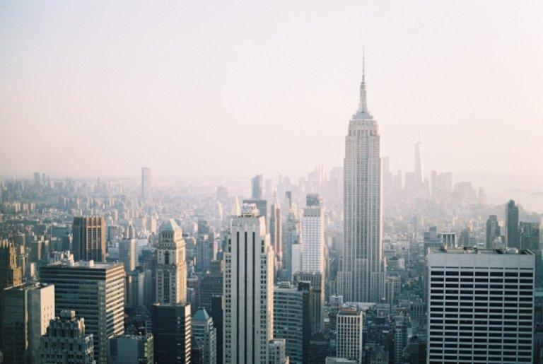Рокфеллер центр смотровая площадка. Смотровые площадки Нью-Йорка. Рокфеллер центр. Вид на Нью-Йорк сверху. Красивые виды Нью-Йорка.