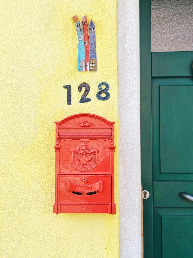 Традиционный итальянский почтовый ящик