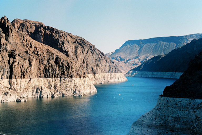 Дамба Гувера, плотина Гувера США фото. Озеро Мид. Река Колорадо. Граница штатов Невада и Аризона