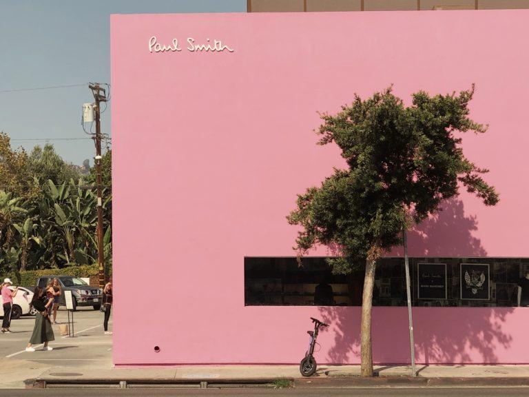 розовая стена Paul Smith в Лос-Анджелесе США фото