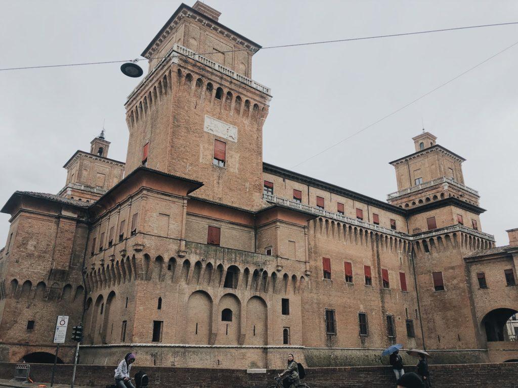 Феррара город Италия замок д'Эсте