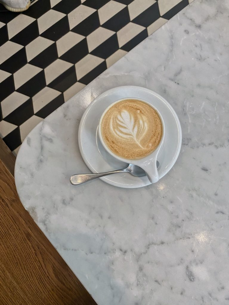 кафе Nude на Патриарших. Вкусный кофе на Патриках. Где позавтракать на Патриках.