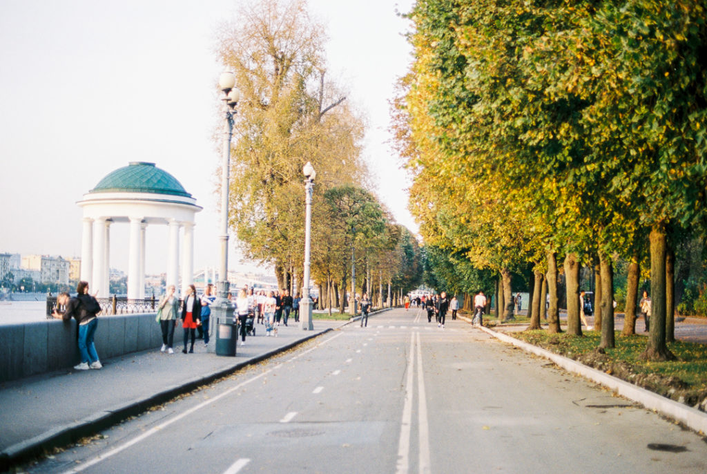 Парк Горького в Москве осенью фото
